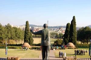 Pretoria. La statua di Mandela osserva la città