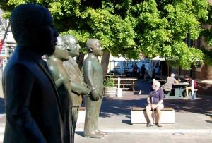 Città del Capo. Le statue di 4 Premi Nobel